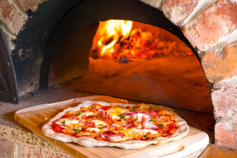 pizza oven houtgestookt buiten